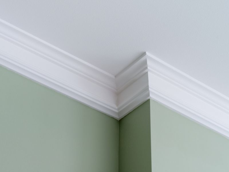 CROWN MOLDING DETAIL
