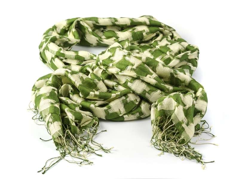 Stylish Ways to Wear Green Scarfs on St. Patty's Day - Chunky Scarf