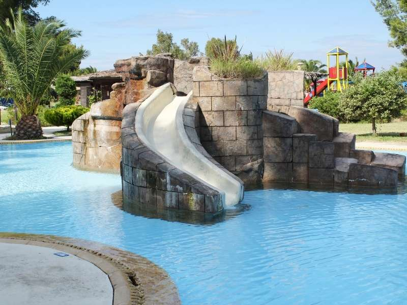 Wet & Wild Waterfalls For Your Pool - Family Fun!