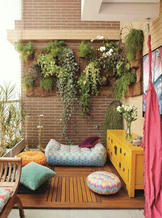 Simple patio decor for a comfortable outdoor space