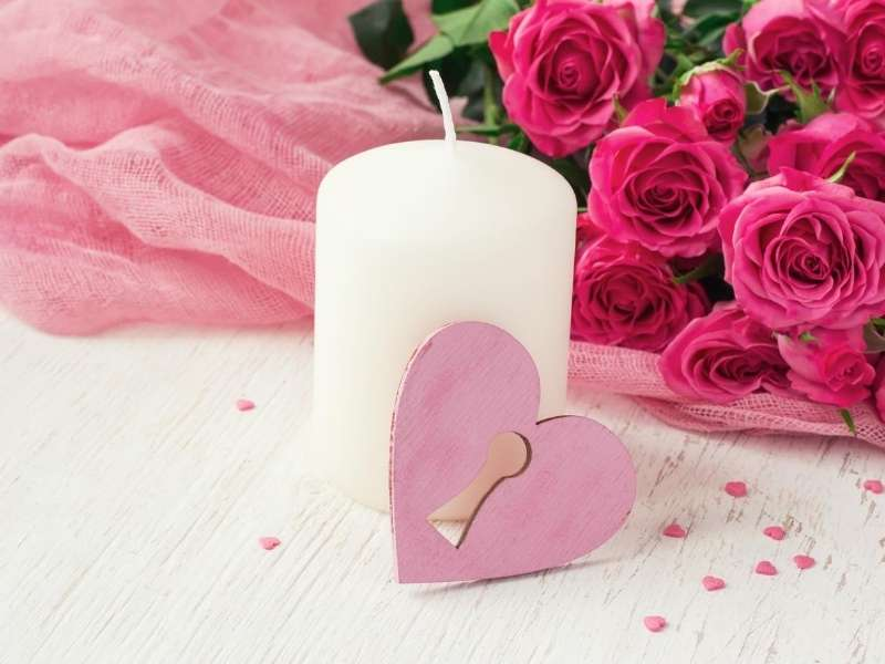 Valentine's Day Decor Ideas - Candles and Roses