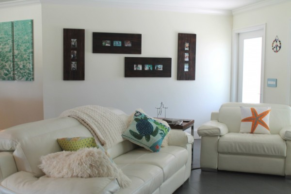 Creative ways to display family photo frames in the living room.