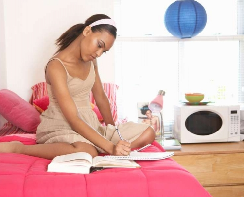 Tips-to-Secure-Yourself-and-Your-Things-In-Dorm-Room-Living