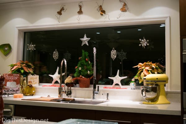 20151210 dsc_1480 christmas window sill