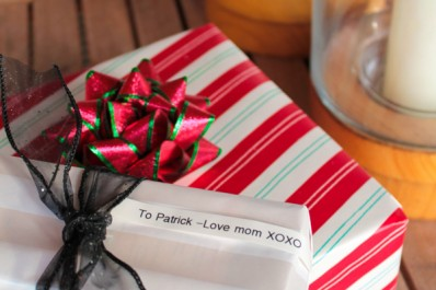 custom greeting label on wrapped Christmas presents
