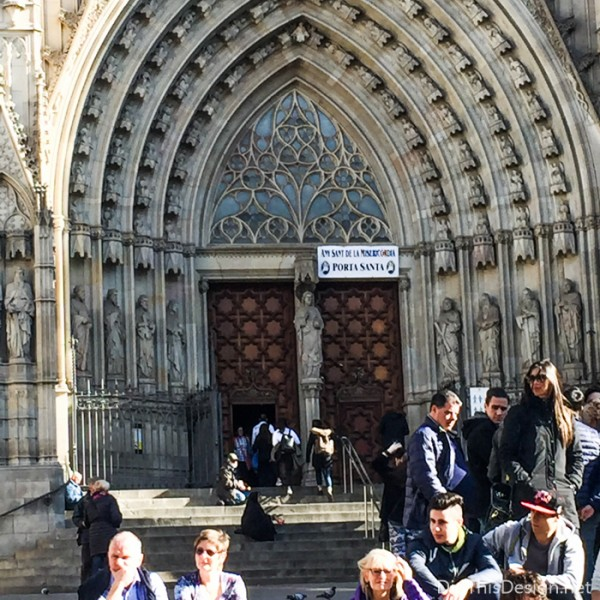The front entry door of the Barcelona Cathedral