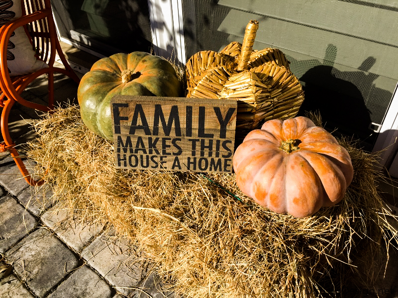 Fall Entryway Décor - Make a fall entry way welcoming with welcoming decorations.