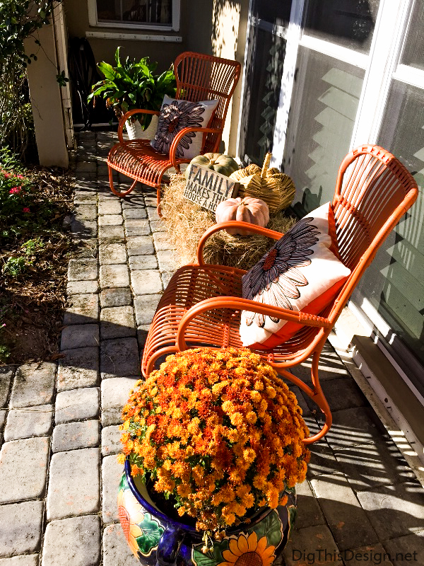 Fall Entryway Décor - A seating arrangement with fall decor.