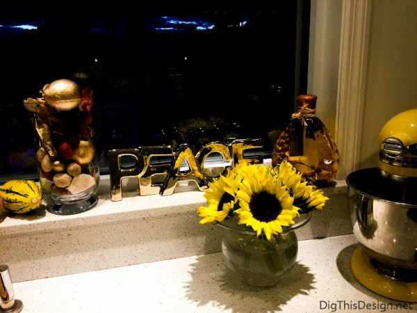 Fall Decorations - The use of real flowers in decorating for fall.