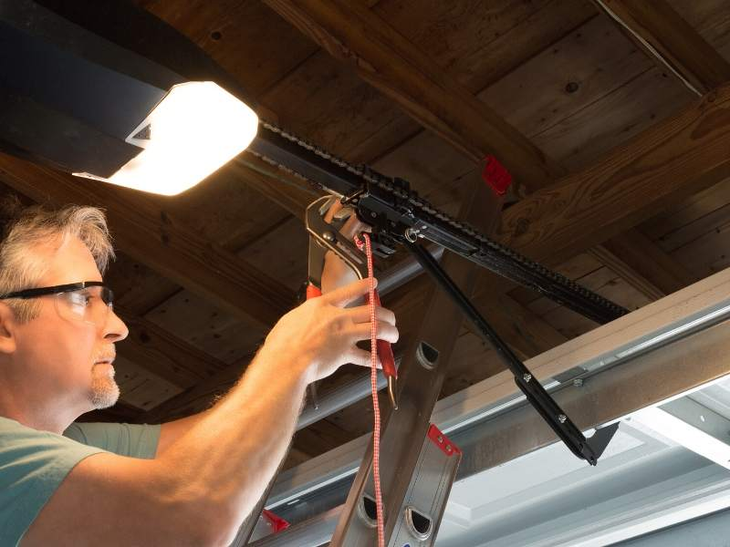 5 Reasons to Call the Experts for Your Garage Door Repair