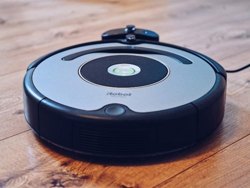 Smart features robotic vacuum