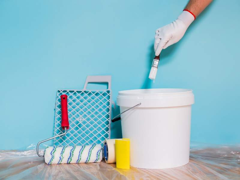 Paint the walls for home repairs