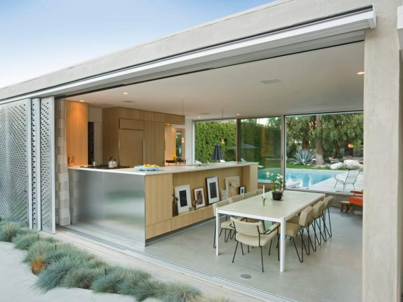 Outdoor Space Kitchen & Pool Features