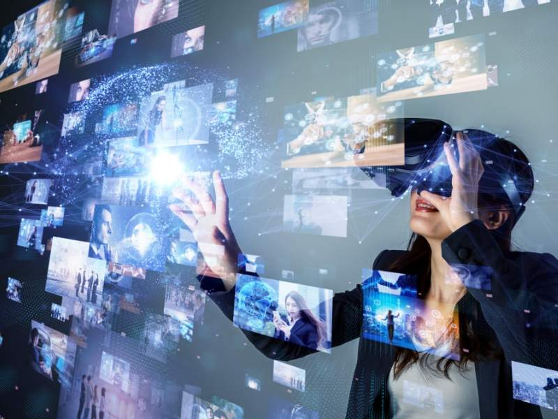 Virtual Reality and Digital Art