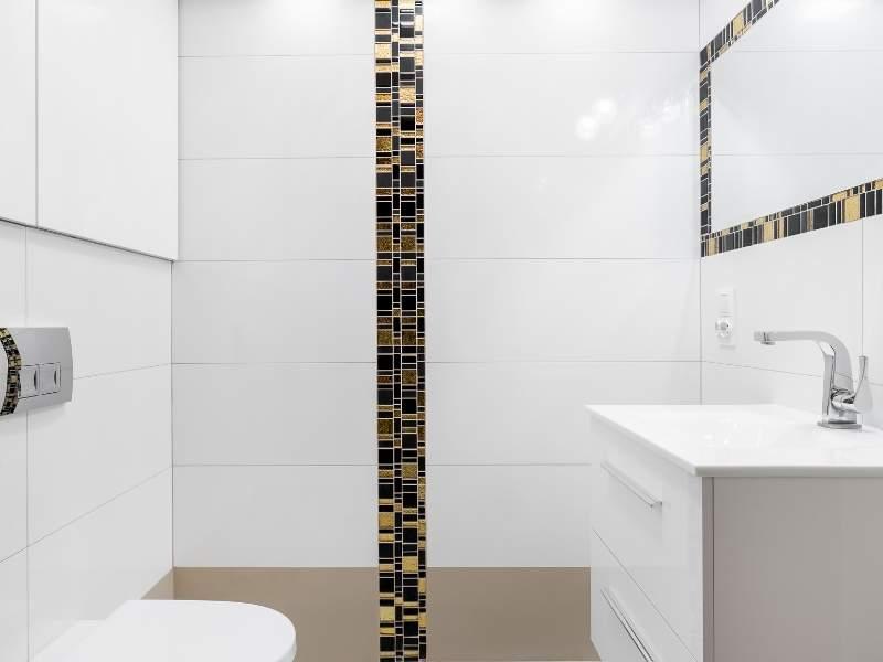 Powder room variegated tile