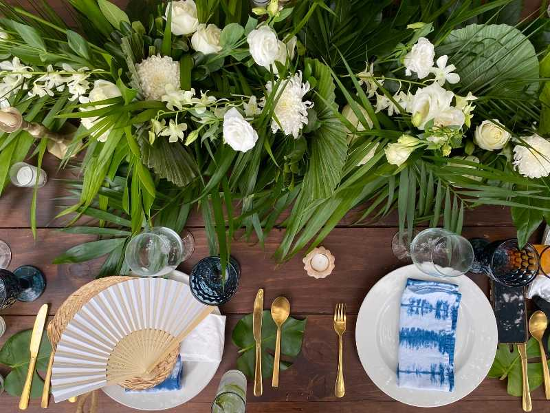 Outdoor dining tablescapes