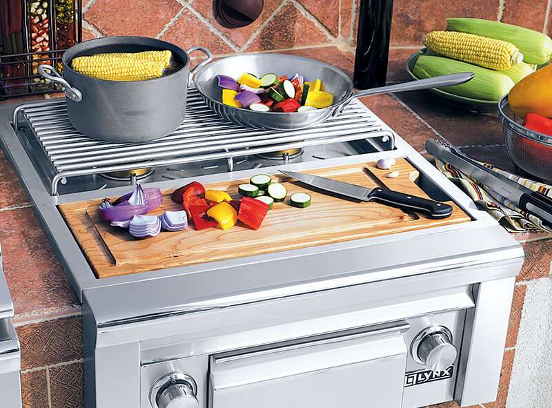 Party-perfect entertaining Lynx Grill