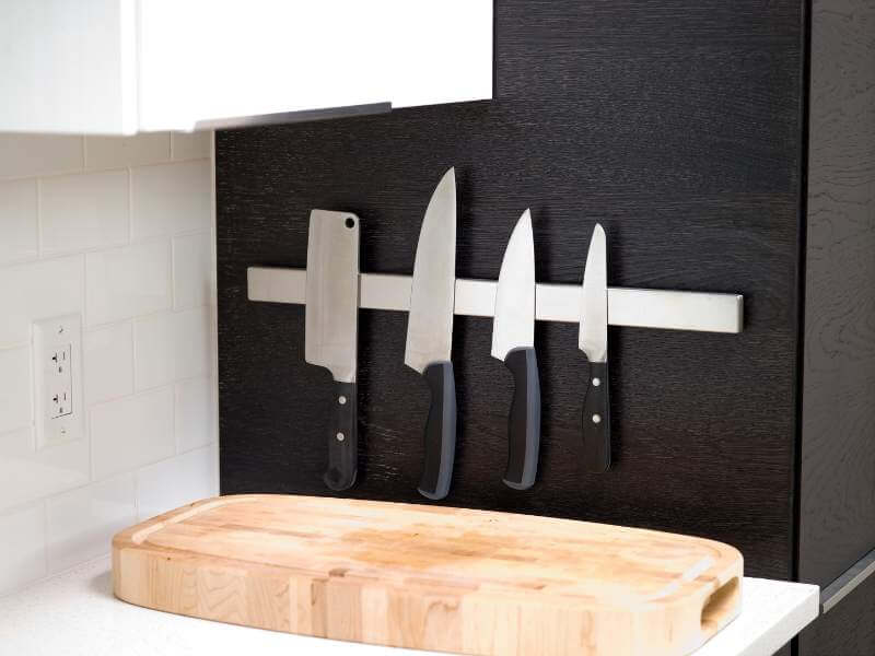Space-saving Magnetic Knife Rack