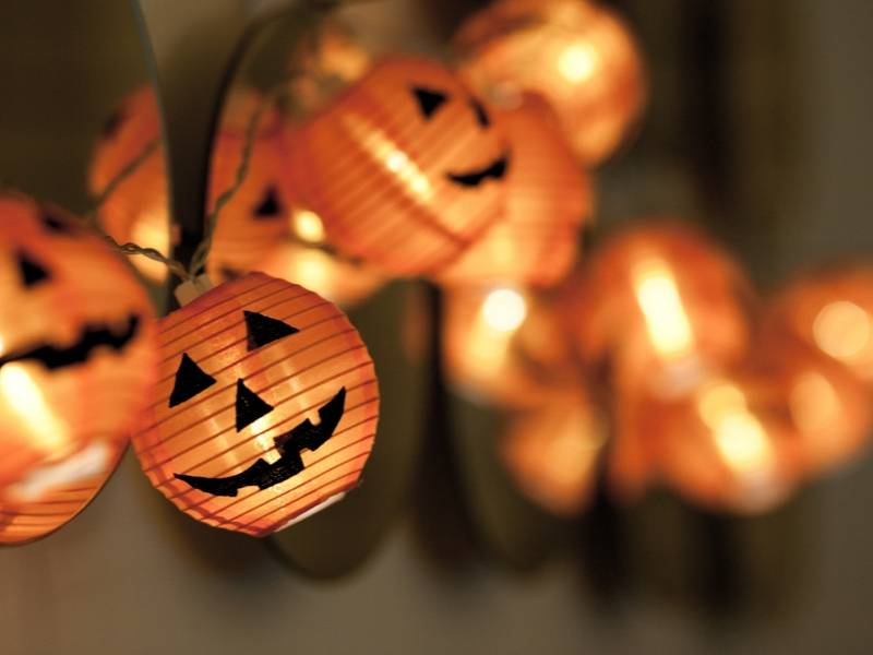 Pumpkin String Lighting for Your Spooky Guests