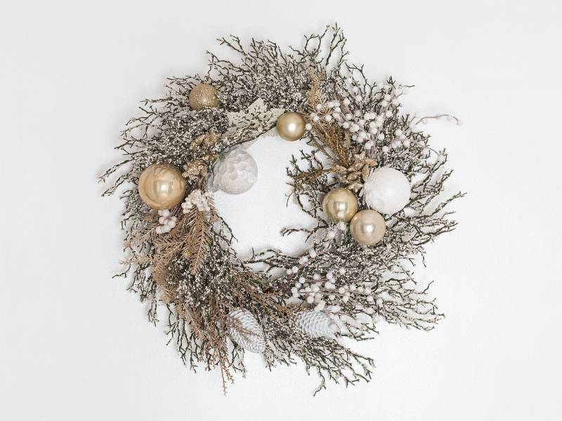 Modern gold and silver holiday wreath