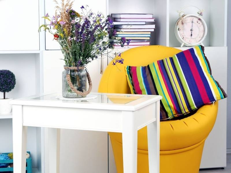6 Trendy Ways to Organize Your Living Room