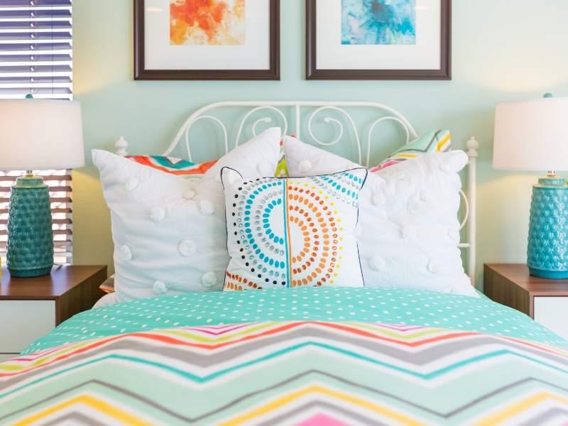 Retro Theme Bedroom Design