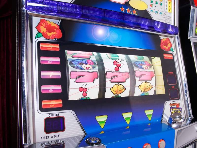Who Invented The First Slot Machine