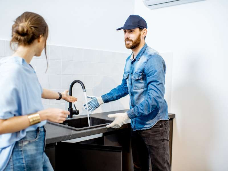 What to Know When Hiring a Professional Plumber