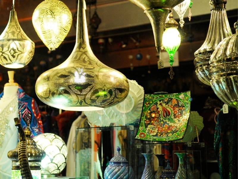 How To Create an Attractive Storefront Display