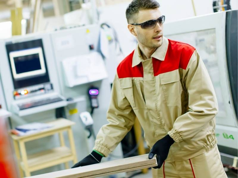 5 Reasons Why Tradespeople Need Special Work Clothing