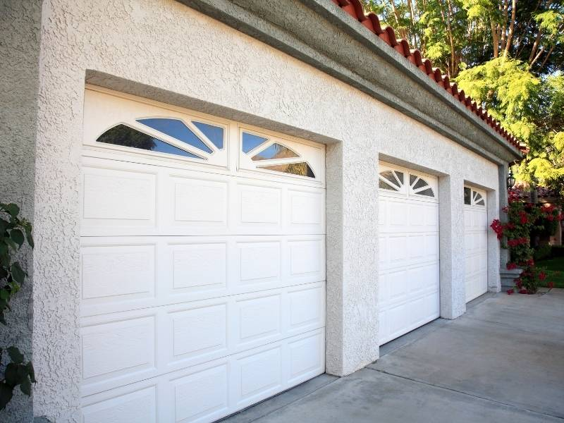 5 Excellent Approaches to the Art of Garage Design - Choose the right door.
