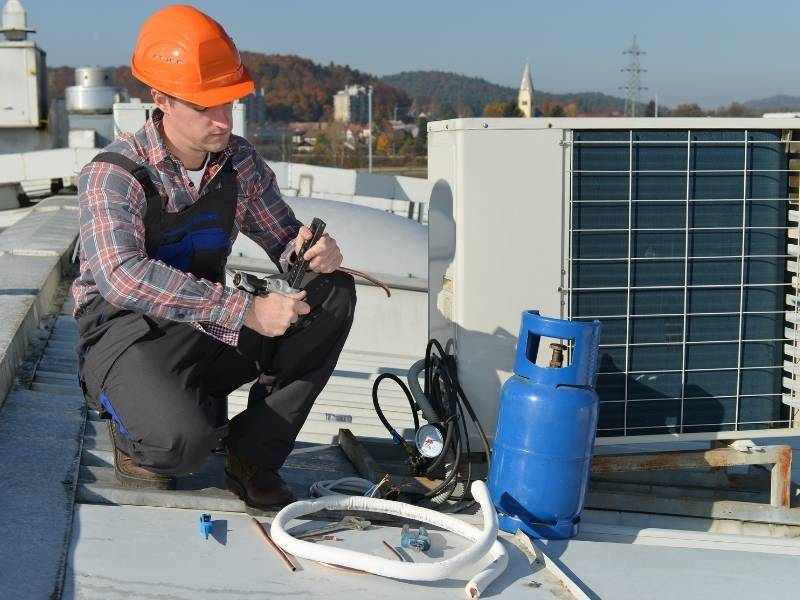 Your Guide to Selecting the Right Air Conditioning Repair Engineers