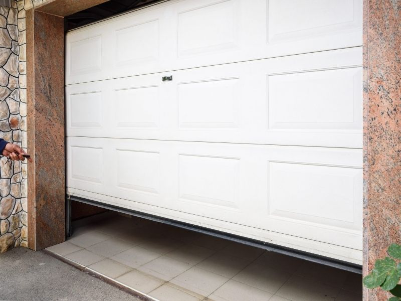 How to Give Your Home a Fantastic Makeover with a new garage door
